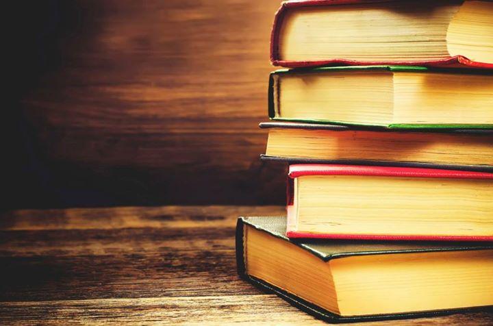 Un Libro è Un Mondo E Ti Permette Di Uscire Dal Le Frasi Piu